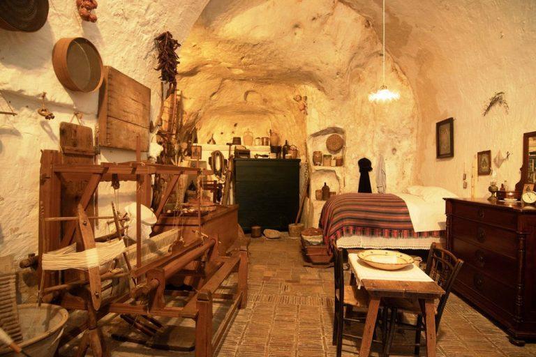 casa grotta vico solitario
